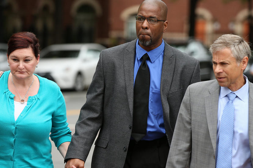 Former CIA officer Jeffrey Sterling, center, accompanied by his wife Holly, and his attorney, arrives at the U.S. District Court in Alexandria, Va., Monday, May 11, 2015. Sterling was scheduled for sentencing for leaking details of a secret mission to thwart Iran's nuclear ambitions. (AP Photo/Andrew Harnik)
